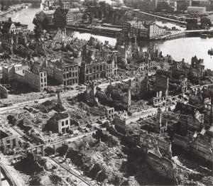 http://www.sabaoth.infoserve.pl/danzig-online/1945.jpg